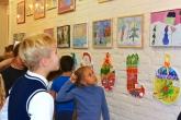 Школьная студия «Палитра» представила экспозицию новогодних работ «Зимняя импровизация»